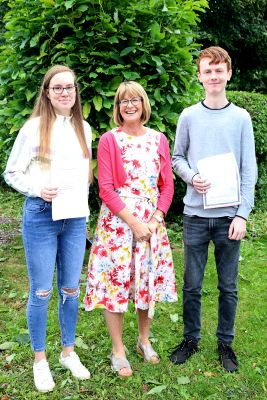 Congratulations to Áine Cáit and to Seán who both achieved 7 H1s in their Leaving Cert.